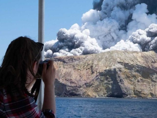 New Zealand Volcano Erupts - Five Dead as Authorities Warn to Brace for Further Casualties