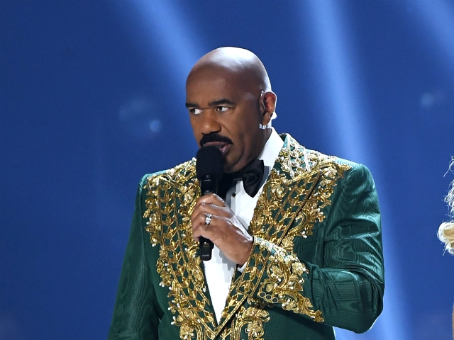 Watch: Steve Harvey Rolls His Eyes After Reading Climate Change Question at Miss Universe Pageant