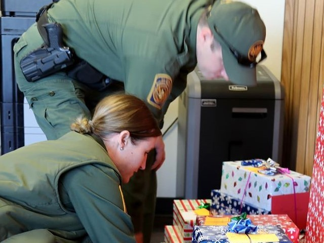 Border Patrol Agents Deliver Christmas Gifts to Kids in Texas Border Community