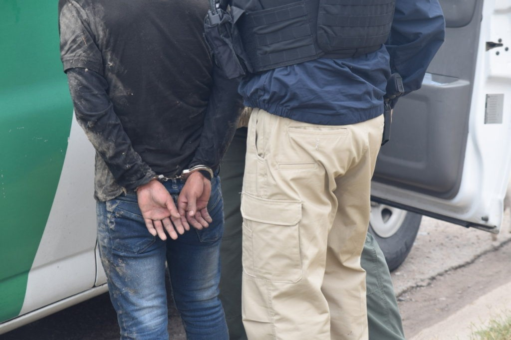 Bangladeshi, Chinese Migrants and MS-13 Gang Member Apprehended After Crossing Texas Border