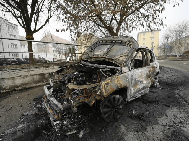 France: Hundreds of Cars Torched and Police Attacked Over New Year's