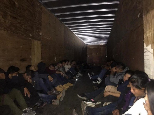 33 Migrants Apprehended After Failed Smuggling Attempt in Texas Border Town