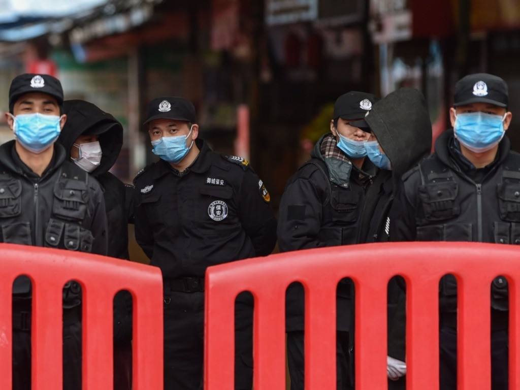 China Deploys Military to Fight Coronavirus as Confirmed Infections Approach 1,000
