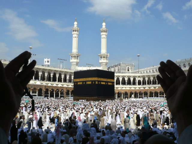 Saudi Arabia Suspends Entry for Pilgrims over Coronavirus