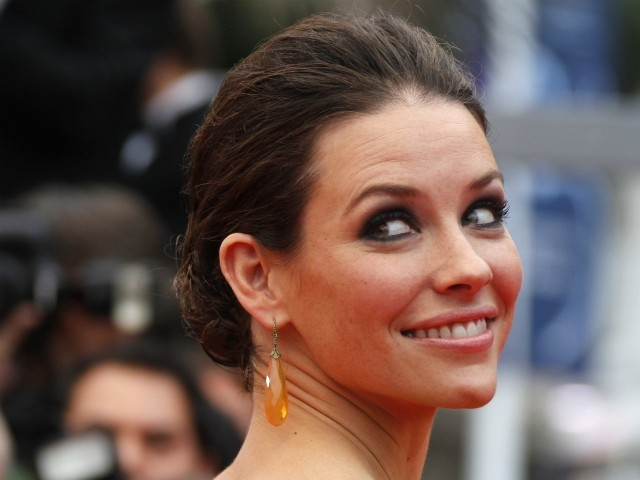 Actress Evangeline Lilly Dismisses Social Distance Warnings While Living with Her Cancer-Stricken Father