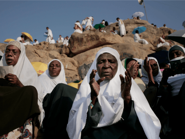 Pics: Muslim Pilgrims Push Back Against Saudi Coronavirus Curbs on Holy Sites