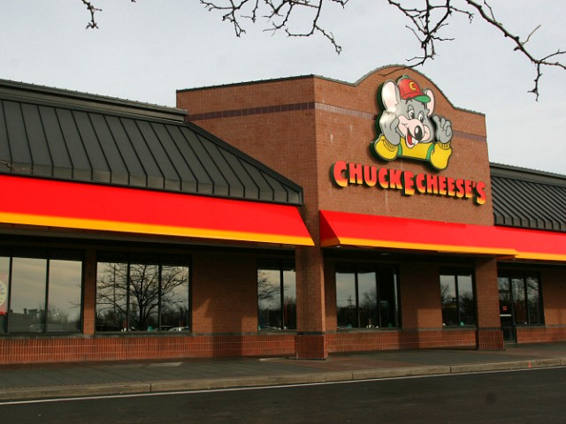 Oregon Woman Sues Chuck E. Cheese After Hair Caught in Ticket Machine