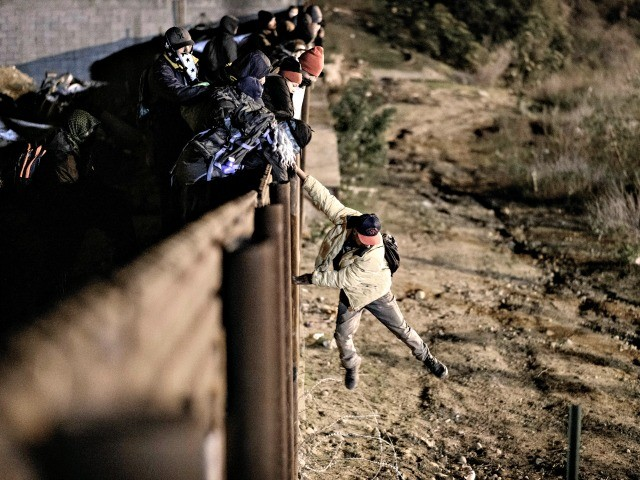 Human Smugglers Leave Pregnant Migrant, Unborn Child to Die After Fall from U.S. Border Wall