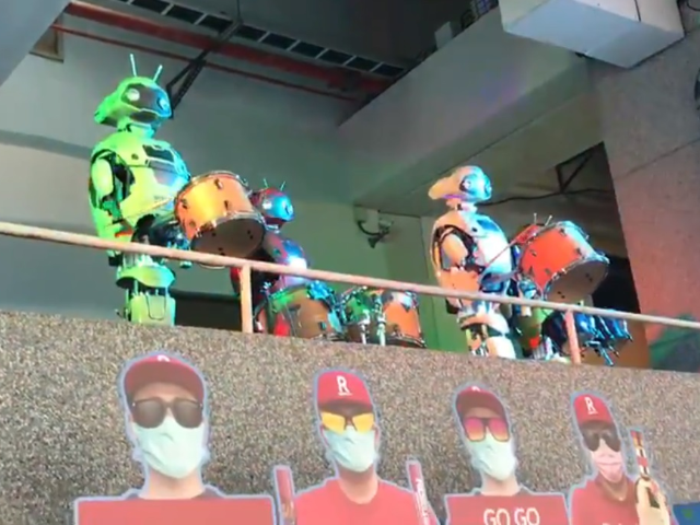Taiwan: Robot Fans Cheer at World's First Baseball Game Since Pandemic