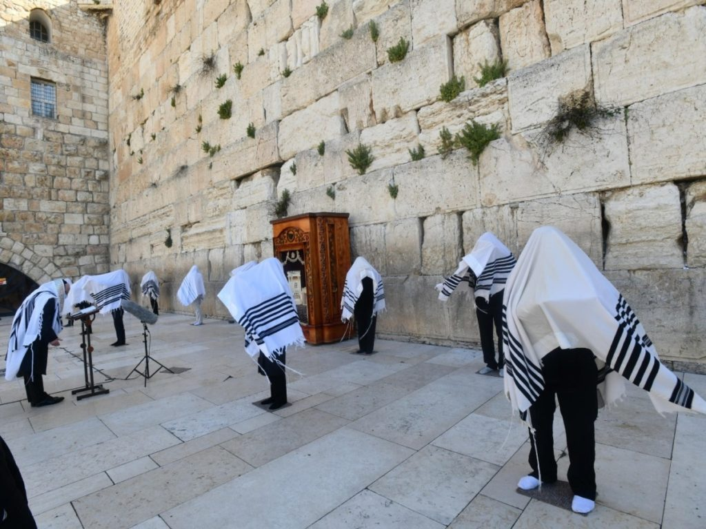 Western Wall Priestly Blessing Has Only 10 Worshipers, Including U.S. Envoy