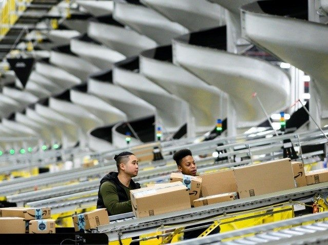 Amazon Workers Describe Warehouse Dangers During Chinese Virus Pandemic