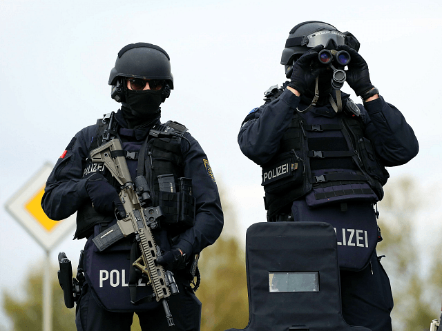 German Police Confronted by 200 No-Go Zone Residents While Making Arrest