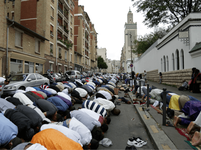 Paris Mosque Threatens Legal Action If Not Allowed to Open During Ramadan