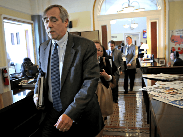 Dem Sen. Merkley: Postmaster General Might Be Working with Trump in a 'Form of Election Manipulation'