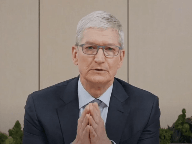 Apple Accuses 'Fortnite' Developer Epic Games of 'Starting a Fire and Pouring Gasoline on It'