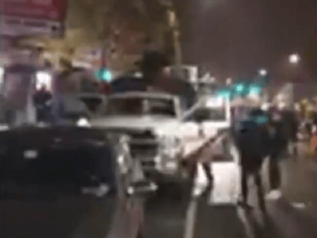 Protesters Begin Looting and Attacking Vehicles in Philadelphia