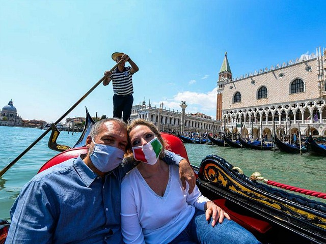 Top Italian Epidemiologist Says Outdoor Mask Law Is 'Wrong'