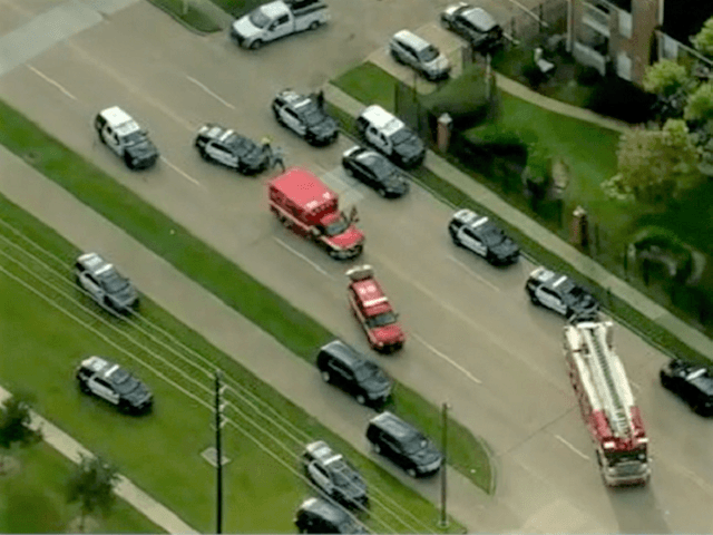 Houston Police Officer Shot, Killed -- 2nd Wounded -- Suspect in Custody