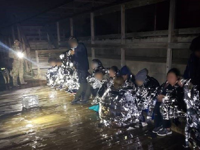 18 Migrants Rescued from Frigid Rio Grande Border River
