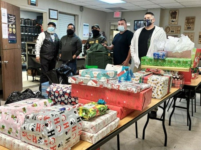 Border Patrol Charity Delivers Christmas Gifts to Children of Fallen Agents