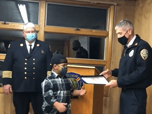 6-Year-Old Receives Award for Notifying Families About Fire in Apartment