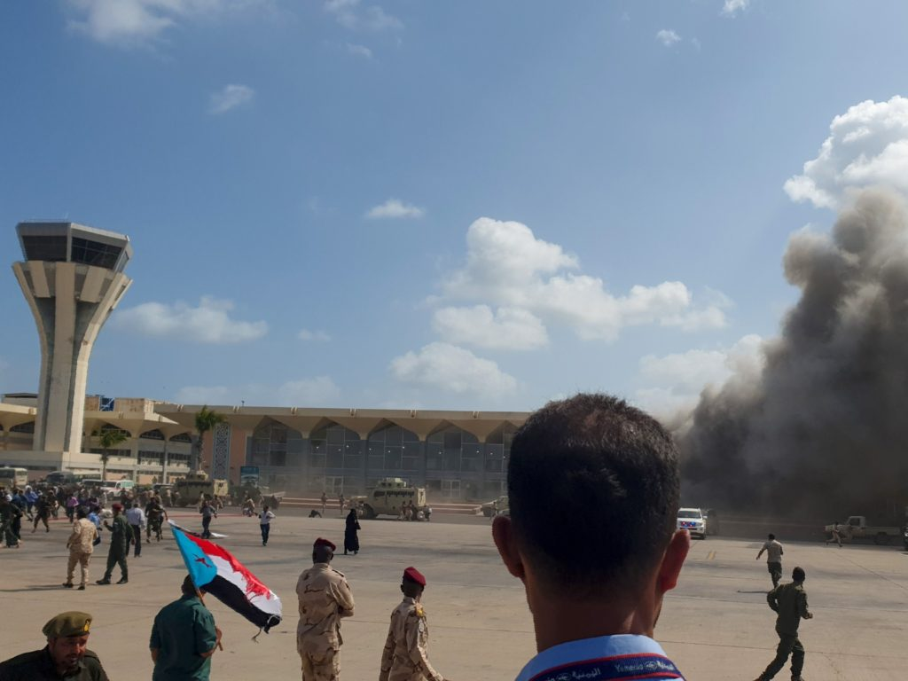 Yemen's New Unity Government Greeted by Bombs, Gunfire, and Threats on Airport Arrival