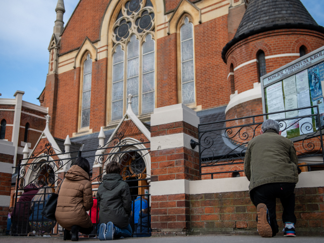 Police Show up at London Church on Easter Sunday, After Shutting Down Good Friday Mass