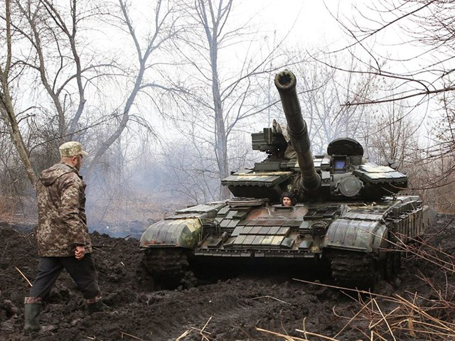 Russia Continues Massing Military Hardware on Ukrainian Border