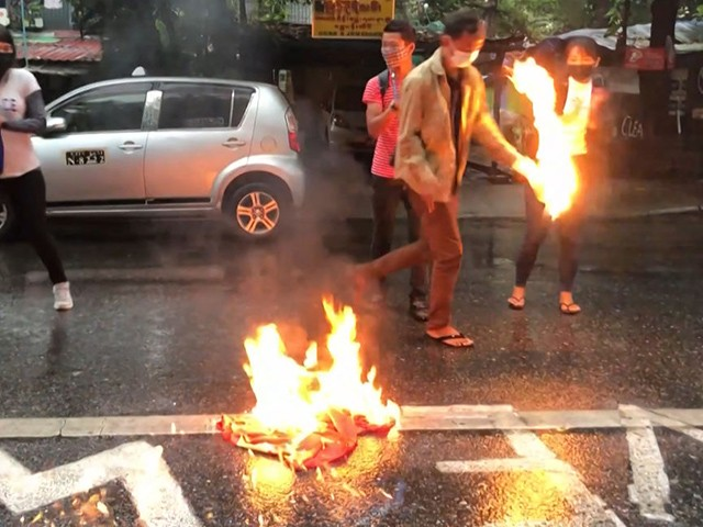 Myanmar Protesters Set Another Chinese-Owned Factory on Fire, Burn Chinese Flags