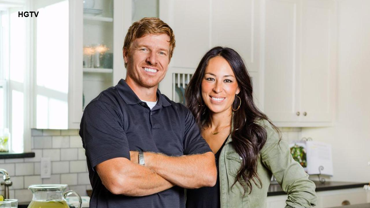 how 39 fixer upper 39 s 39 chip and joanna gaines handle divorce rumors entertainment news. Black Bedroom Furniture Sets. Home Design Ideas