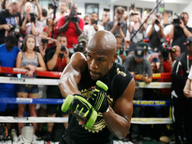 Mayweather Takes Jab at 'Heavy' McGregor