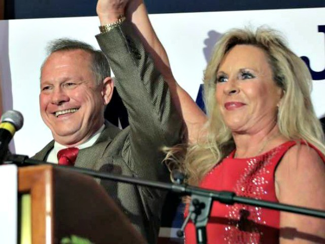 Roy Moore Rallies Southern Alabama Two Weeks From Election Day: 'These Are the Times That Try Men's Souls'