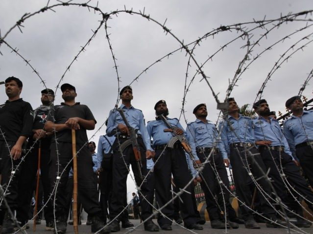 Pakistan Deports 5 Chinese Workers for Police Assault