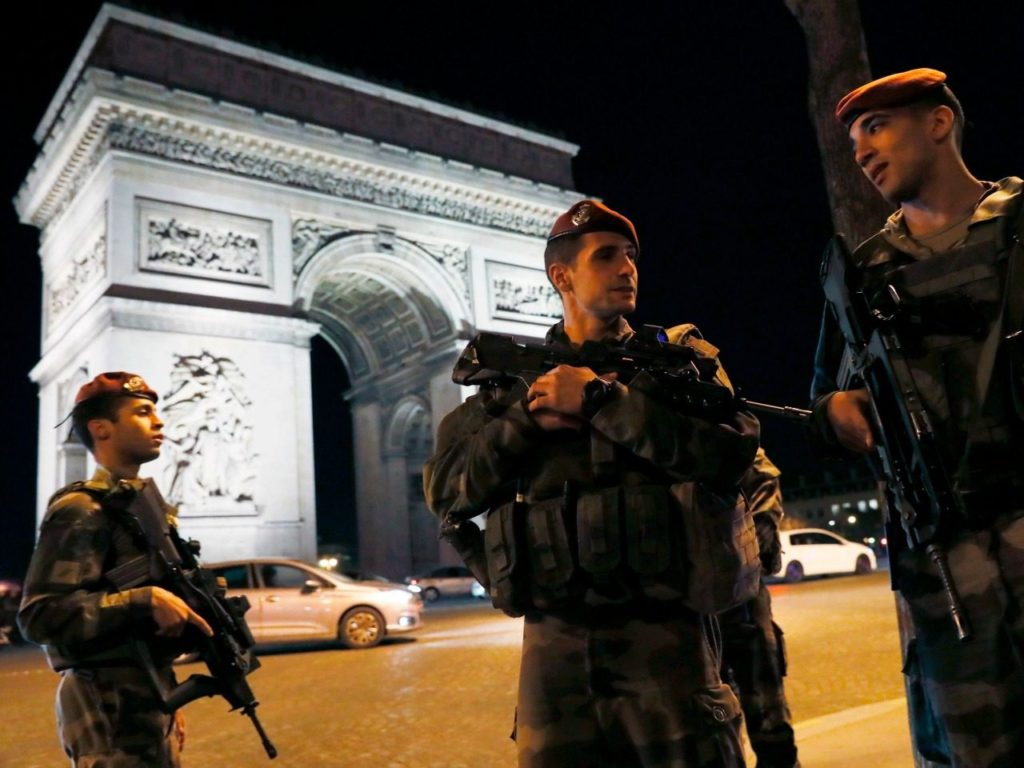 'Allah Akbar': One Killed, Attacker Shot Dead in Paris Knife Attack