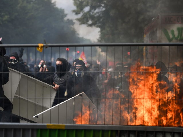 PICTURES: Paris Burns as May Day Protests Turn to Riots