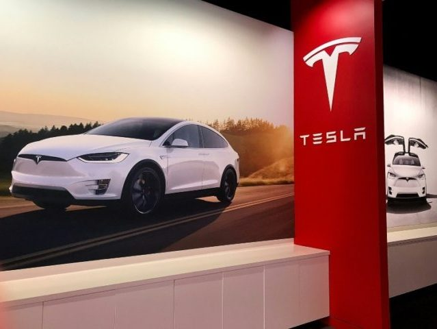 Tesla Turmoil: Engineering VP to Take Leave of Absence Amid Production Deadlines
