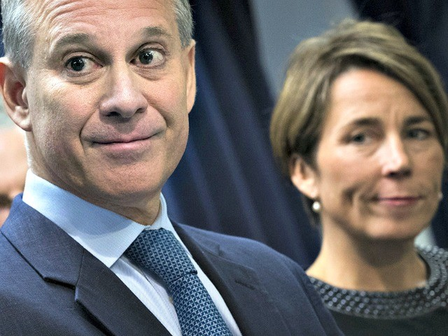 New Yorker: Four Women Accuse New York's Attorney General Eric Schneiderman of Physical Abuse