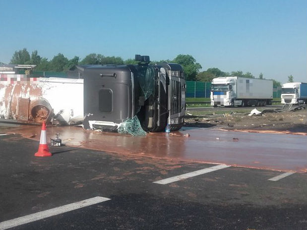 Tanker Carrying 12 Tonnes of Liquid Chocolate Crashes, Closing Highway