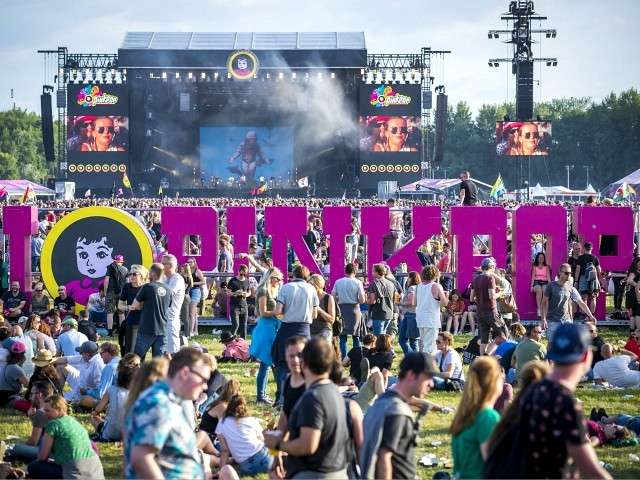 Van Crashes Into Fans at Pinkpop Music Festival: 1 Dead, 3 Injured