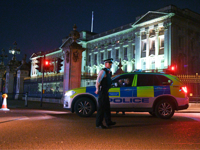 ISIS-Supporting Uber Driver Attacked Police Outside Buckingham Palace Because Queen Was 'Enemy of Allah'