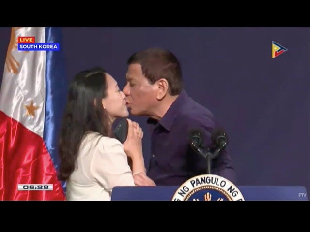 Duterte on Kiss Controversy: I'll Resign 'if All Women' in Philippines Sign Petition