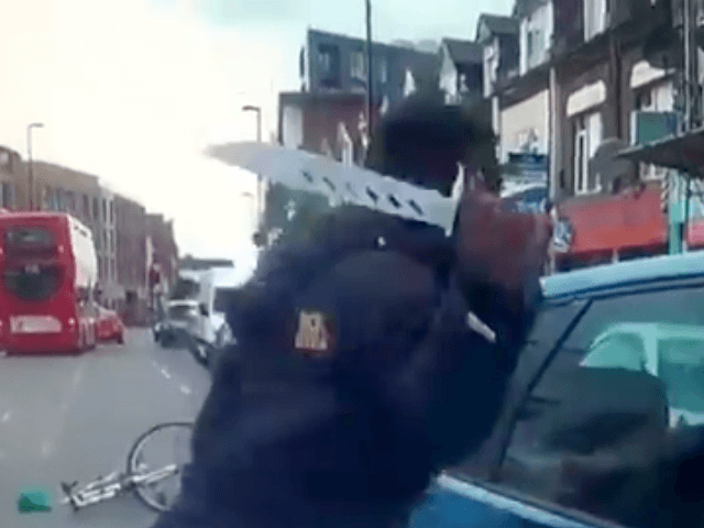 WATCH: London Thug Uses Huge Knife to Attack Driver on Busy Street
