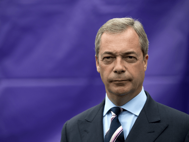 Farage to Return as UKIP Leader Unless Brexit 'Back on Track' by March '19