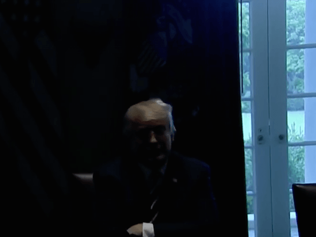 White House Lights Go Out After Donald Trump Professes 'Full Faith' in Intelligence Agencies
