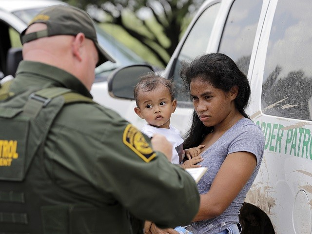 PHOTOS: Large Groups of Families, Unaccompanied Minors Continue to Cross into South Texas