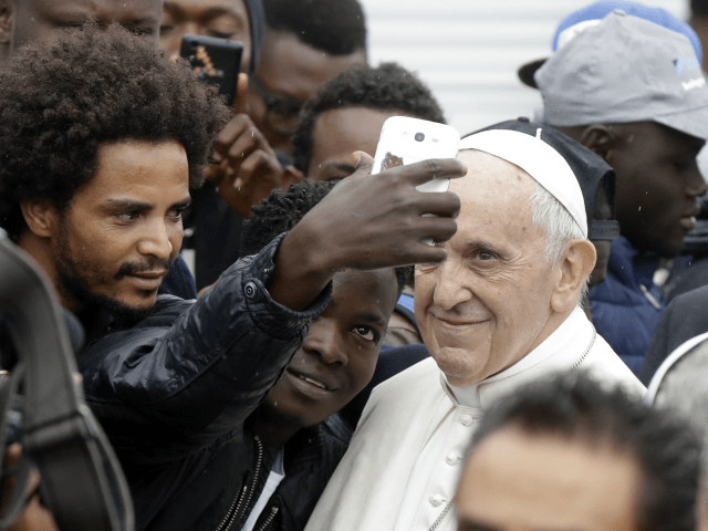 Pope Francis Calls on EU Nations to Receive Migrants on NGO Boats