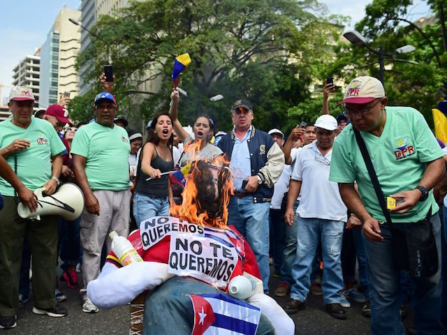 Venezuelans Burn Nicolas Maduro in Effigy in New Year Tradition