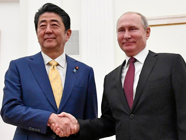 Vladimir Putin, Shinzo Abe Hold Summit Seeking to Finally End WWII