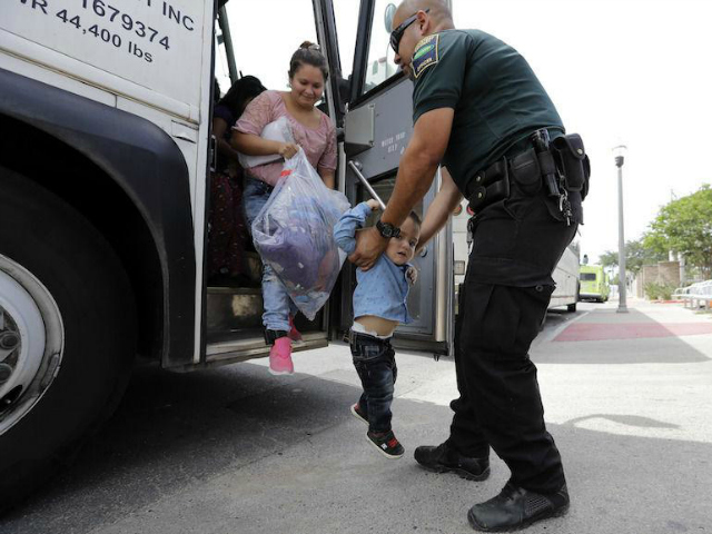 Border Security Bill Provides Aid, Buses, Legal Shields to Migrants