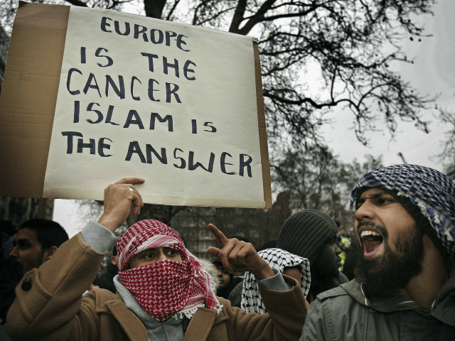 Third of Britons, Half of Germans Believe 'Fundamental Clash' Between Islam and Local Values